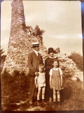Familie Weinberger (Vater Karl, Mutter Emilie, Schwester Hedy und Karlheinz, ca. 1924